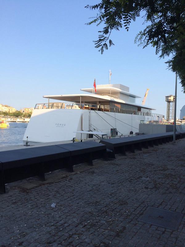 11554_l-image-du-jour-le-yacht-de-steve-jobs-dans-le-port-de-barcelone