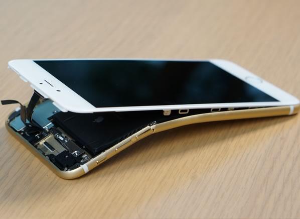 CRO_Electronics_Bent_White_iPhone_09-14-1