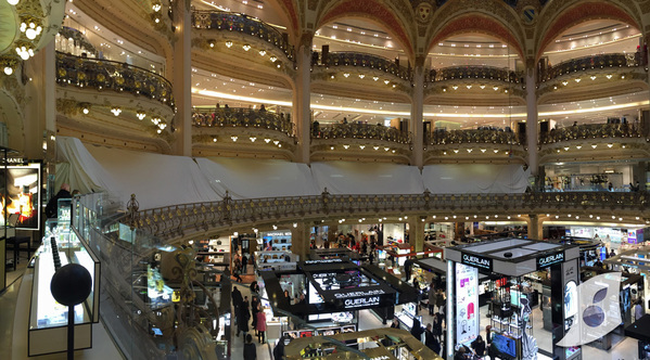 15969_exclu-l-apple-watch-aux-galeries-lafayette-un-stand-permanent-et-absolument-immense-photos