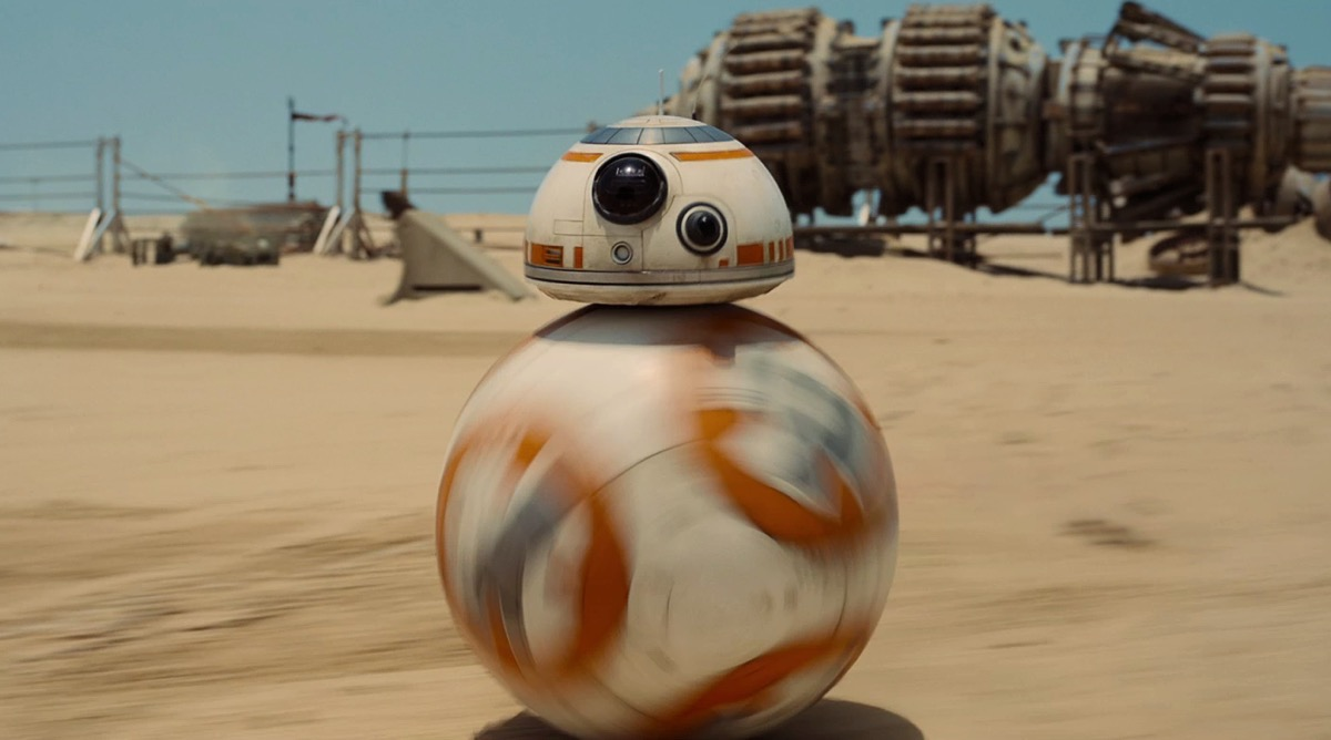 th_Episode_VII_Rolling_Droid_on_a_Desert