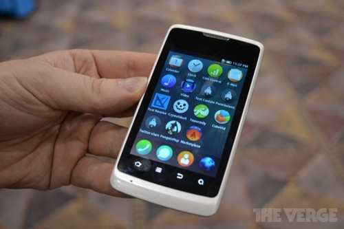 KDDI、「Firefox OS」搭載スマートフォンの販売を検討