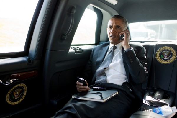 President-Obama-and-devices-600x400