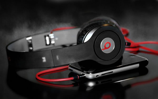headphones-beats-by-dre-stylish-1920x1200-1024x640