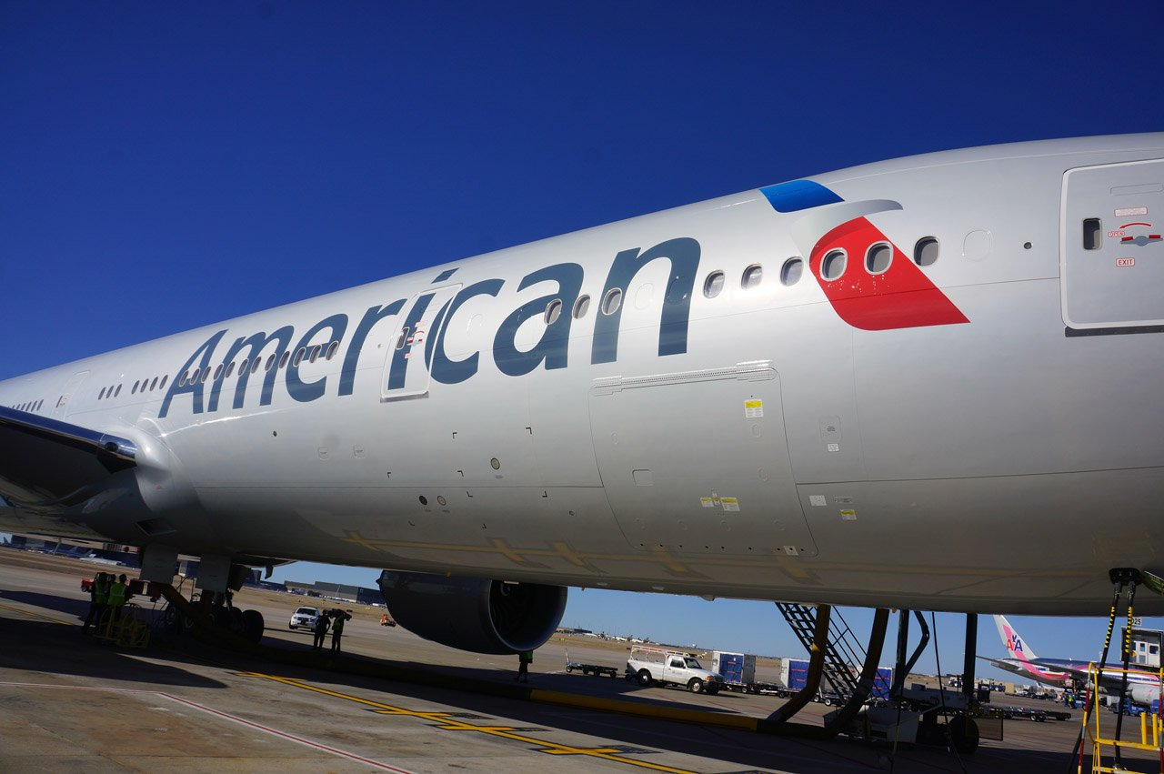 american-airlines-boeing-777-300er-on-gate-2013-6